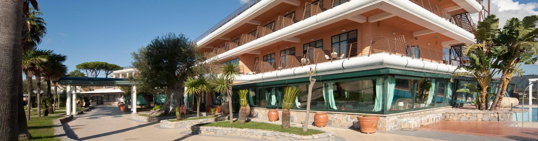 slide-sezione-hotel-1370x3602